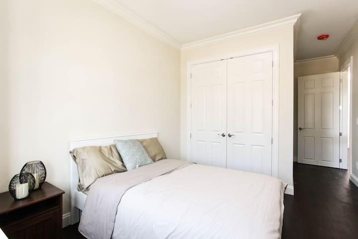 Burnaby New Comfy Airbnb- Metrotown Area #1