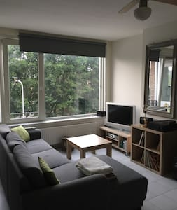 Quiet room/apartment with free parking at front
