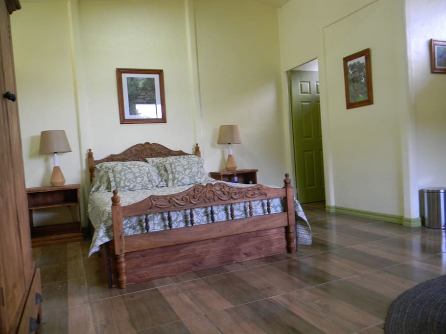 Small private guesthouse  furnished with  a queen size bed, its own bathroom, hot water, a kitchenette, and a single bed available as an extra. US $100, and a possible extra bed US $30   So that you can feel at home away from home, we provide: several kinds of teas, organic coffee, sugar, milk, eggs, homemade bread , homemade jam, and fruits in season.