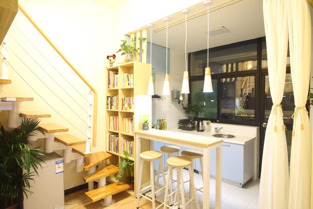 江汉路步行街景区内的房子,小豆豆家的小书房,希望您也喜欢