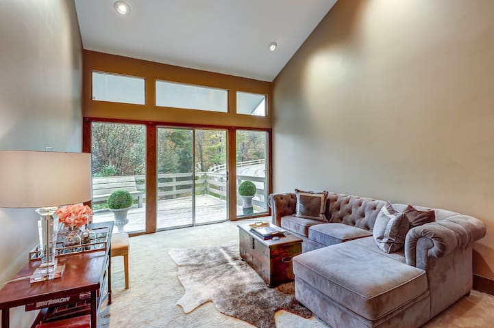 Ski-in/out three-story condo w/ steam shower - near shared hot tub