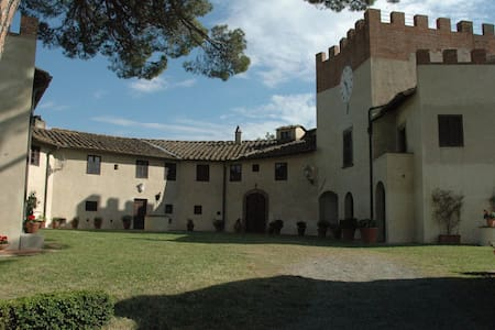 Historical Villa in San Gervasio - Palaia