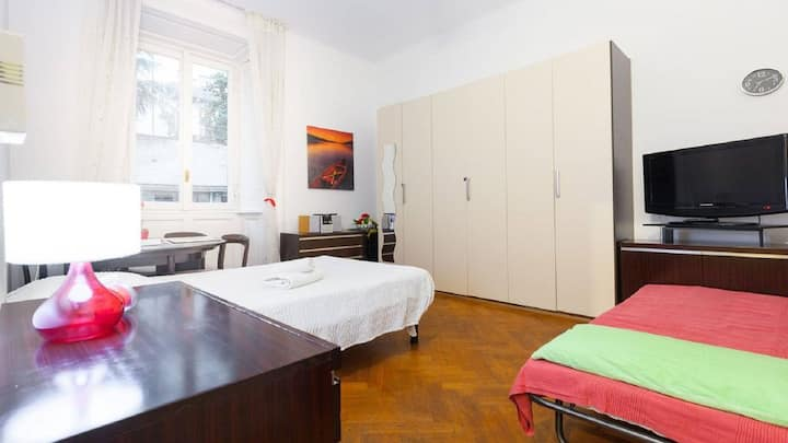 Welcome (Single Room) In the city of Milan center