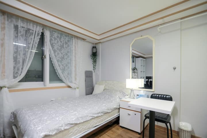 202 Clean&Wide Private Studio nearby Korea Univ :)