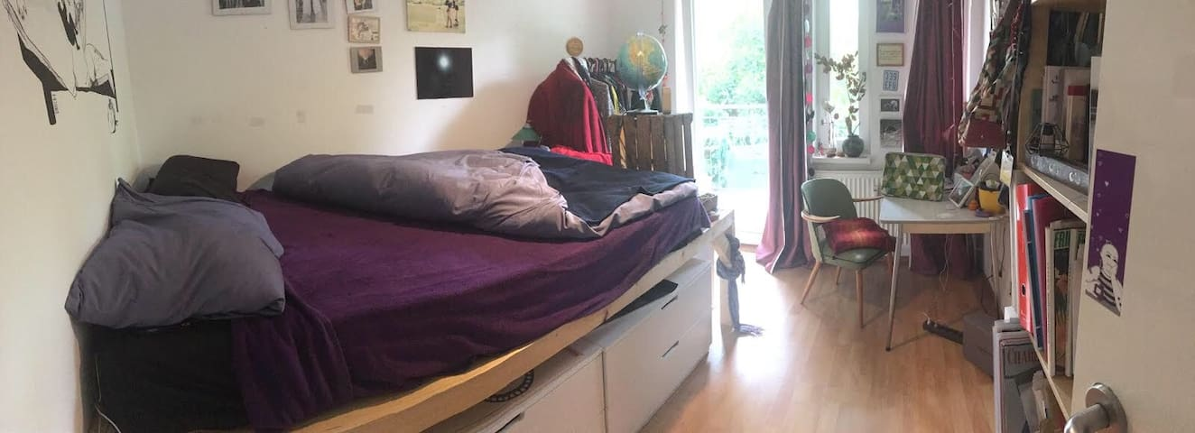 Bright room with balcony in Neukölln!