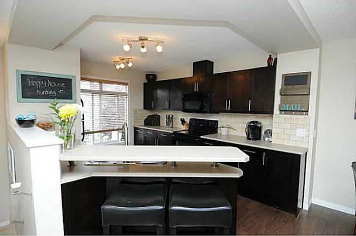Cozy Home South Edmonton - Edmonton - Townhouse