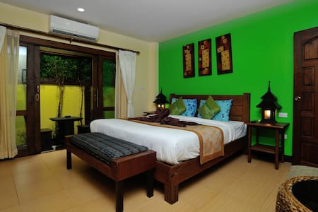 Ben's guesthouse (right on main road) - room 103 - Ko Samui