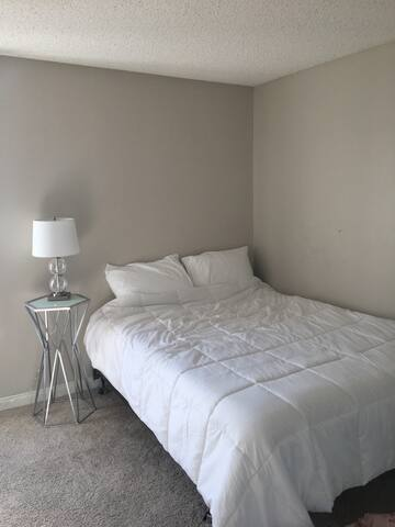 Minimalist Bedroom for rent in NoHo - Los Angeles - Apartment