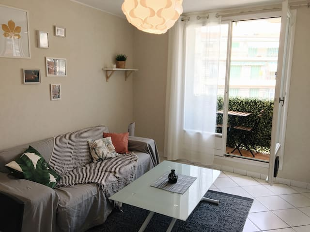 New cosy apartment 10 min walk from the beach