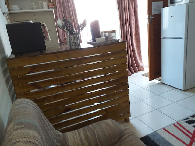 Modern Bachelor Apartment ( Ref R6)