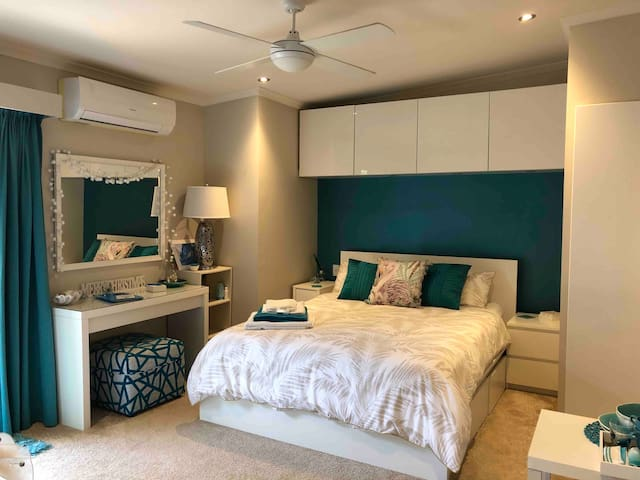 BEAUTIFUL HOME & 5 * LUXURY PRIVATE ROOM, GR8 RATE