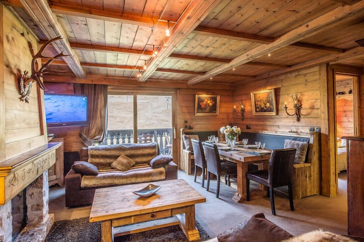 Most exclusive location Courchevel 1850 ski In Out