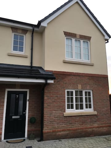 4 beds -6 people 3 bedsemi close to Royal Birkdale - Southport - Casa