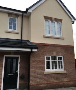 4 beds -6 people 3 bedsemi close to Royal Birkdale - Southport