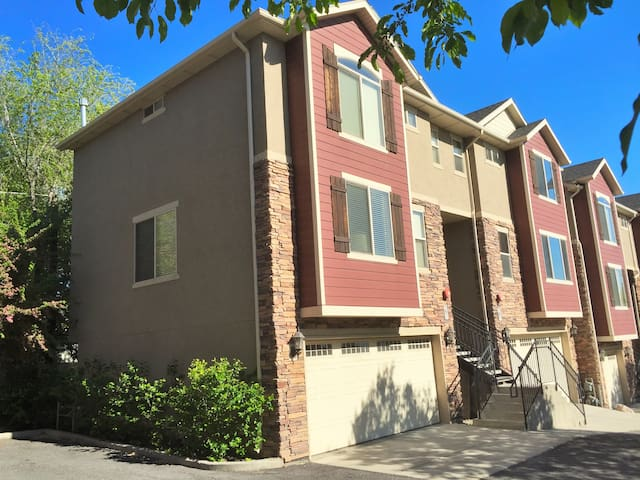 Downtown 2 Bedroom Townhouse Apartments For Rent In Salt Lake City Utah United States