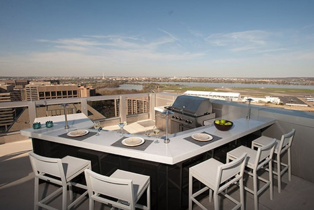 Rooftop Outdoor Kitchen with Views of the the monuments