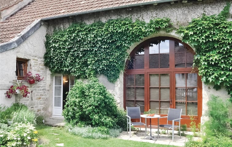 Semi-Detached with 1 room on 38m² in Molinot