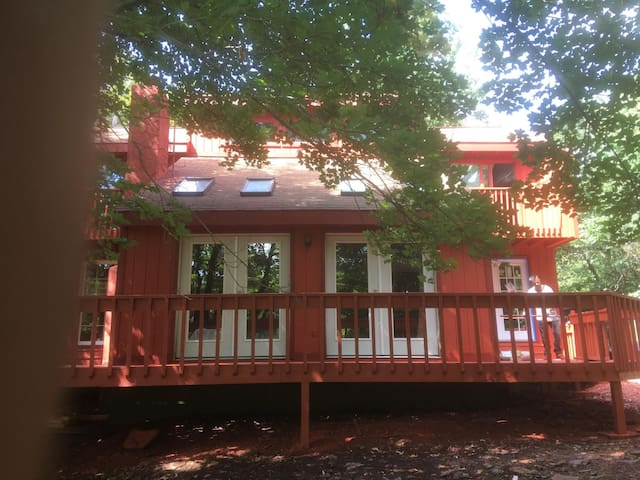 SUNNY HUGE 3BR  RENOVATED. CLOSE TO SKIING - Mount Pocono