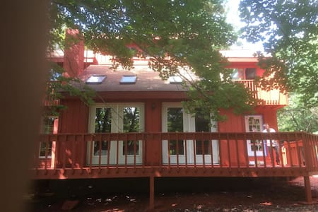 2.24.17 SUNNY HUGE 3BR  RENOVATED. CLOSE TO SKIING - Mount Pocono - Huis