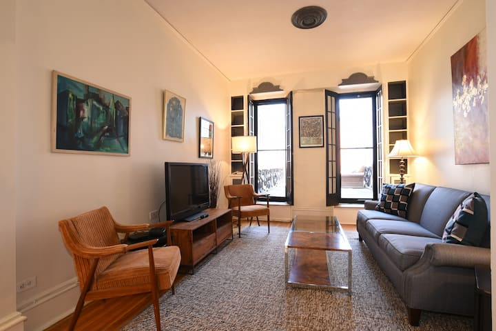 Historic Old Town, Fabulous 4 Bedroom Home