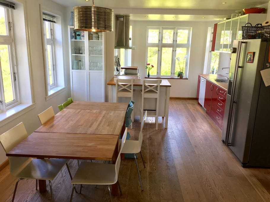 Open, fully equipped kitchen and dining room.