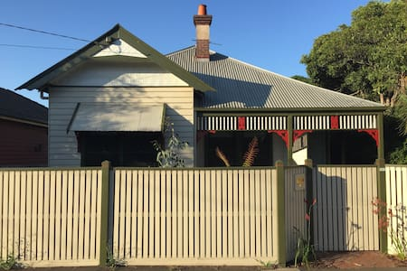 Large, updated home in great area - Geelong West - Dům