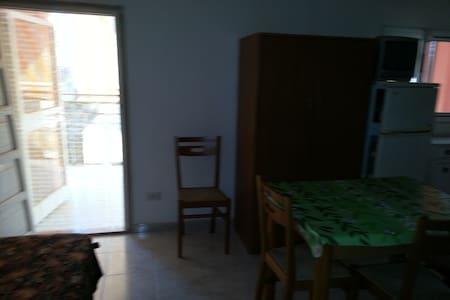 attico con ampio terrazzo - Margherita di Savoia - Apartment