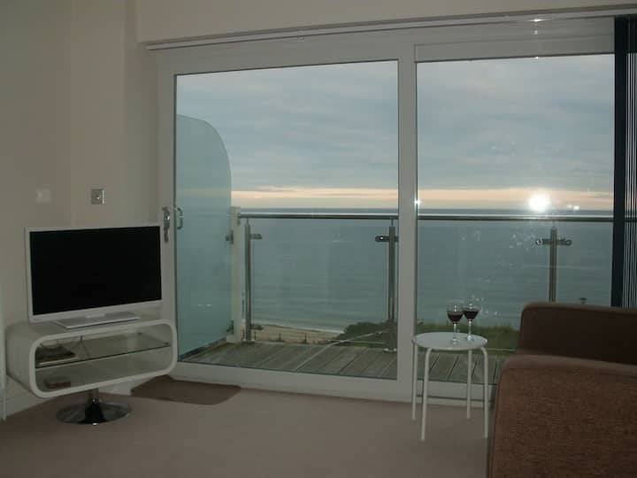 Modern apartment with stunning sea views,