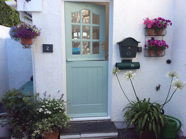 Kings Arms Cottage B&B with secure private parking
