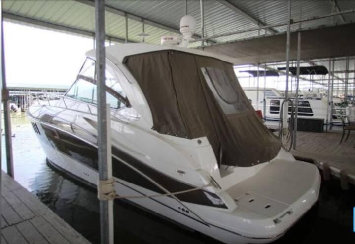Cruisers Yacht on Hessel Bay