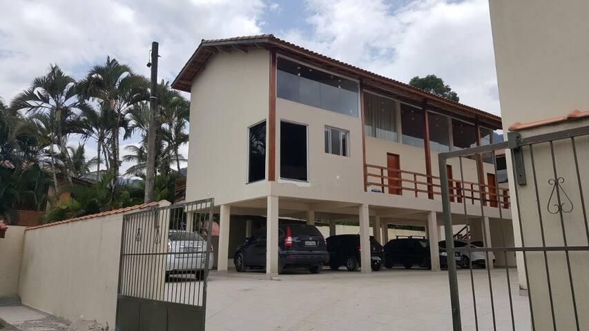Casa em Condomínio fechado 300m da Praia - São Sebastião