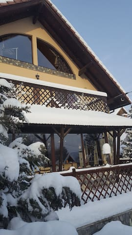CASA VEVERITELOR DIN BRAN (Cosy holiday house) - Predeluț - Talo