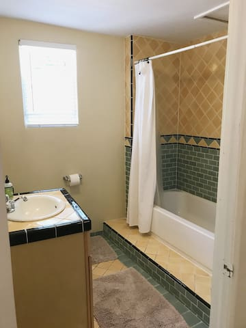 Full bath with shampoo, conditioner and other toiletries provided