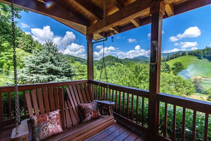 2BR/2BA Cozy Log Cabin with Hot Tub, Fire Pit, Pastoral Views, Close to Boone