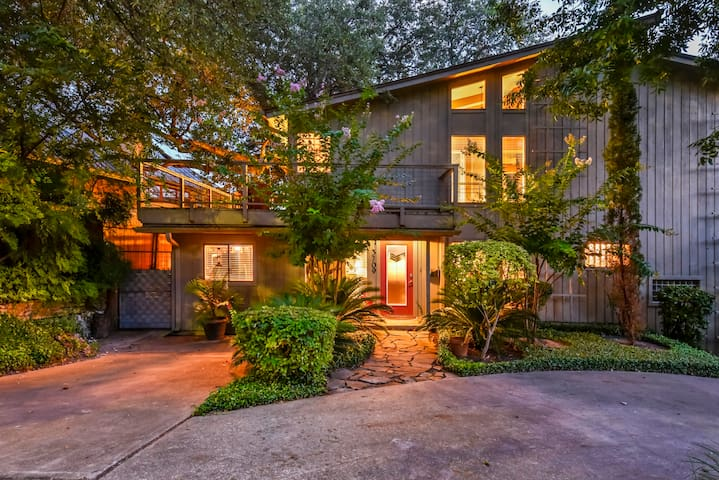 Amazing Central Austin Home with Parking and more!