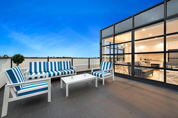 Luxury St Kilda 1 Bed Premier Apartment
