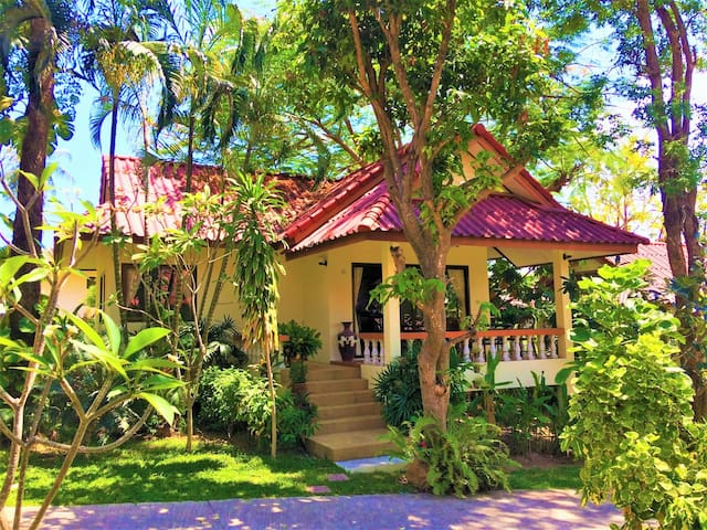 Beautiful 1BR Villa 5 Minute Walk to Best Beach