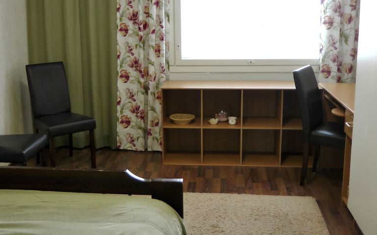 Private bedroom, 300m to University