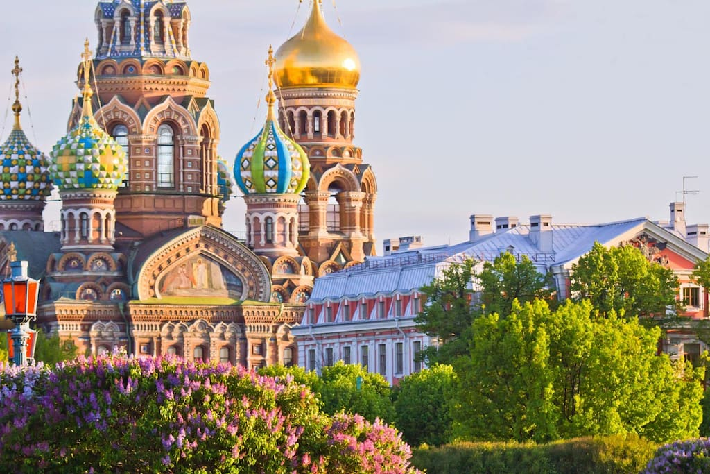 100 meters from amazing Church of the Savior on Blood