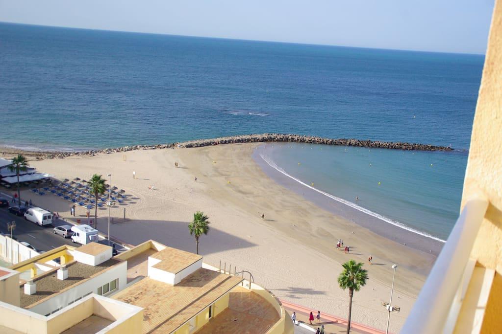 La playa Santa María del Mar en otoño, vista desde el balcón.
