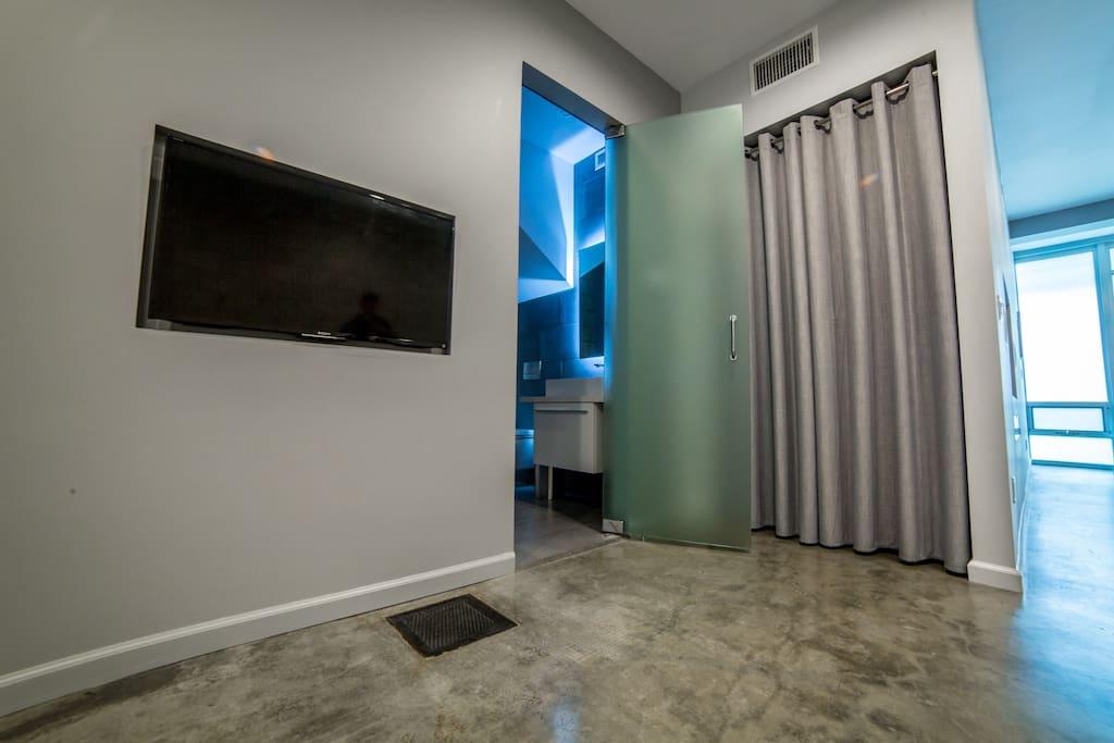 Bathroom Entrance & Closet