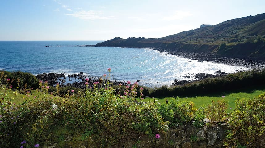 An idyllic Cornish cottage with panoramic views - Coverack - อื่น ๆ