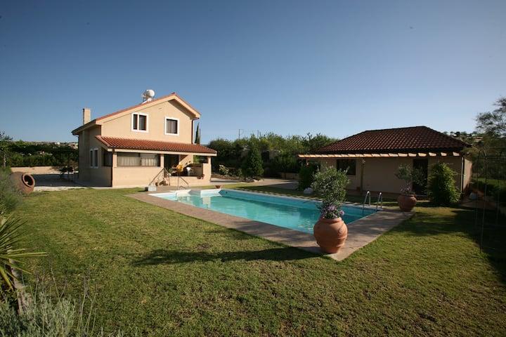 Villa with swimming pool at Vasa Kilaniou Village