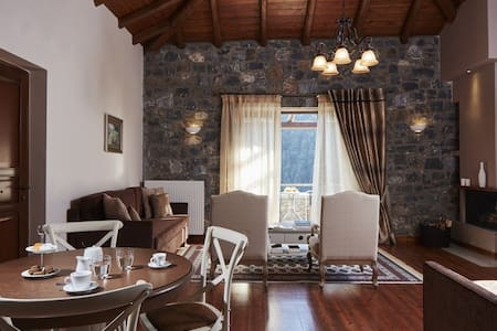 Mountain Villa with Panoramic View - Arcadia
