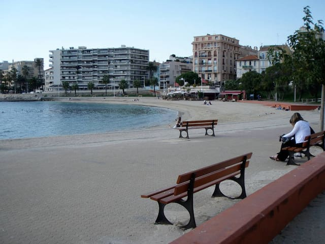 Large furnished apartment close to Mourillon beach