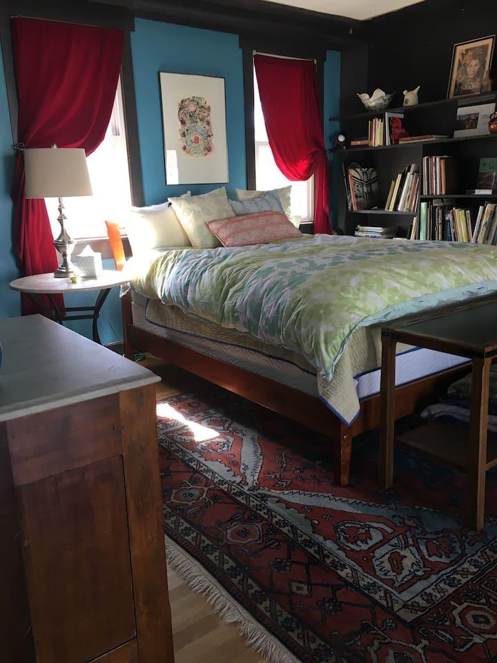 Queen bed, luxury....ahhhh
