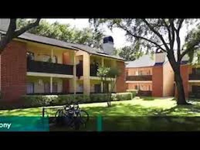 Sugarland Downtown 4 mins walk - Sugar Land - Apartemen