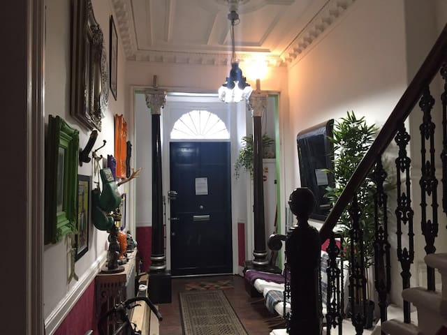 An artists flat within a Victorian townhouse - Glasgow - Hus