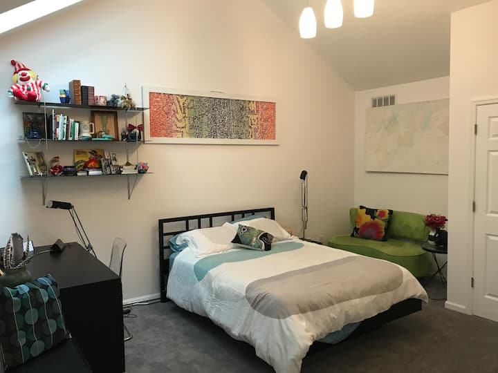 Stunning Loft 3 Blocks from DT Clayton