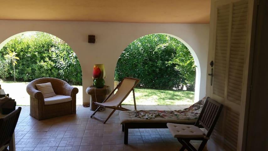 Villa con giardino rosamarina